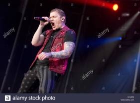 somerset-wisconsin-usa-14th-may-2016-singer-brent-smith-of-shinedown-g1j6p2